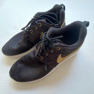 🌺Nike Black Sneakers W/Gold Swoosh Women size 6.5